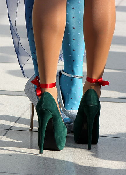 Does Kinesiotaping Ease SI Joint Pain in Women Who Wear High Heels?